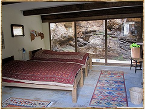 Downstairs bedroom (twin bed)
